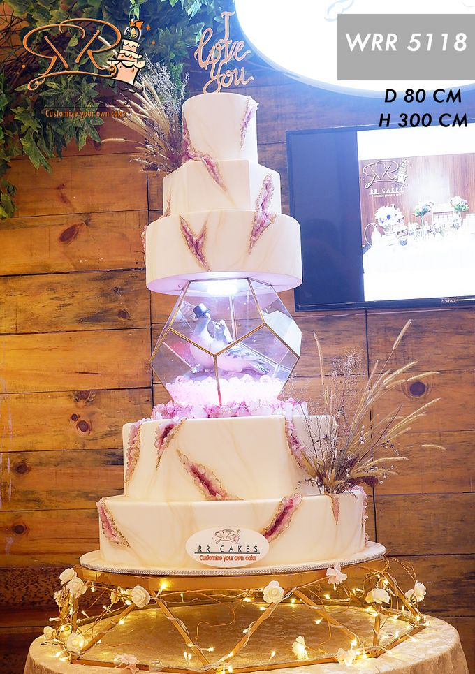 Weddingcake in 2019 - 5 tiers by RR CAKES - 016