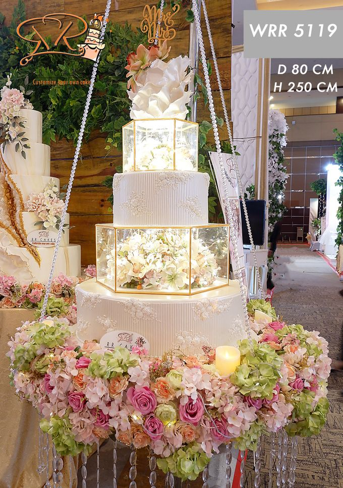 Weddingcake in 2019 - 5 tiers by RR CAKES - 017