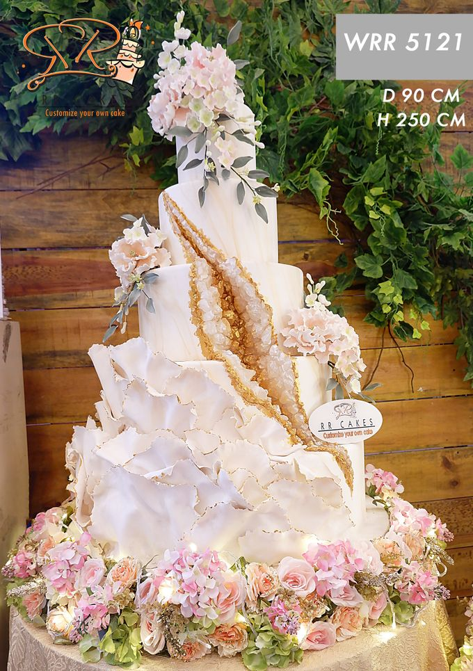 Weddingcake in 2019 - 5 tiers by RR CAKES - 019