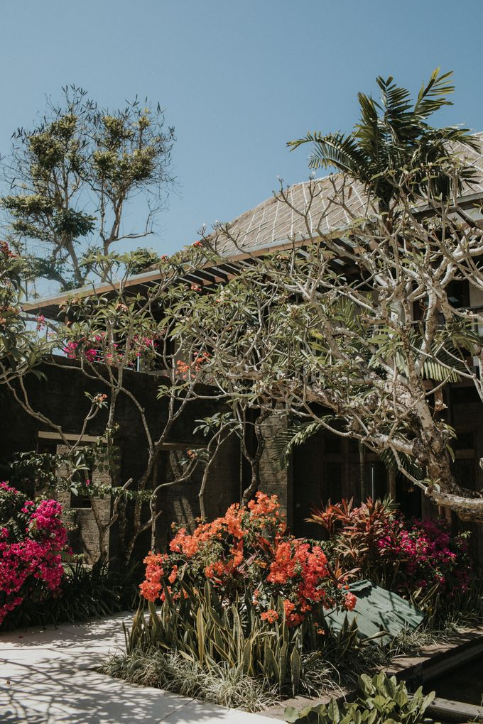 Chris & Calista Real Wedding at The Stone House by Tirtha by Tirtha Bridal - 005