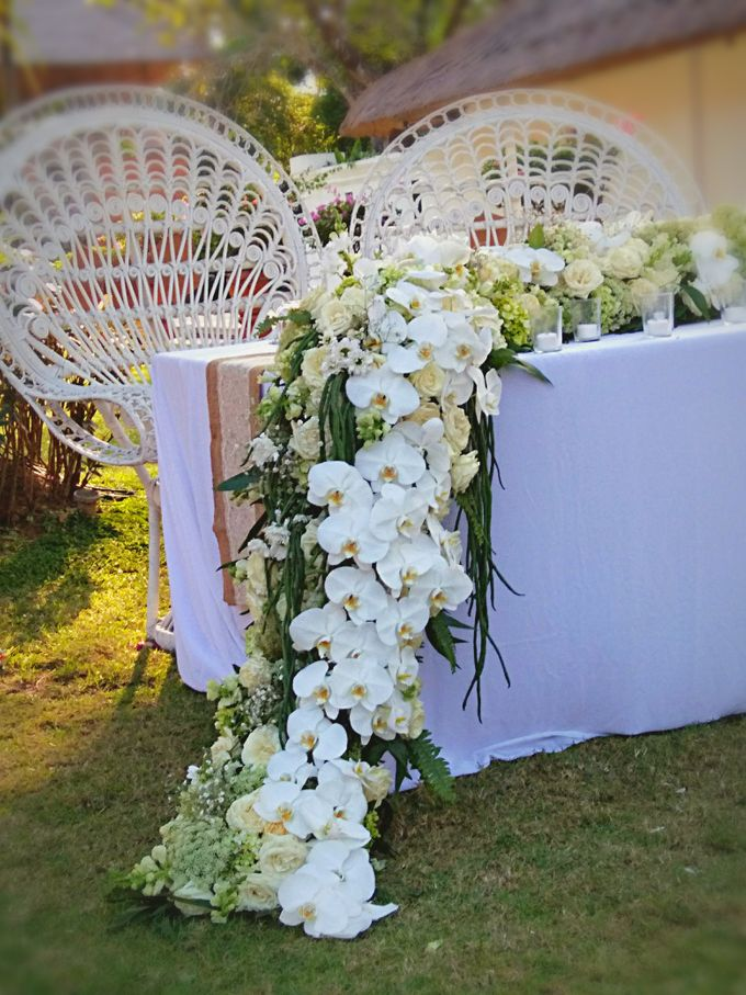 Chic & Rustic Garden Wedding In Green & White by magical blossoms - 005
