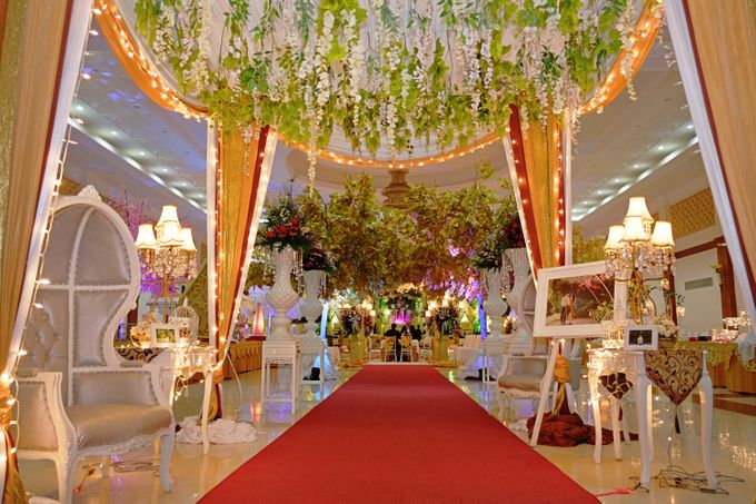 Modern Wedding Decoration by BRAJA MUSTIKA Hotel & Convention Centre - 005