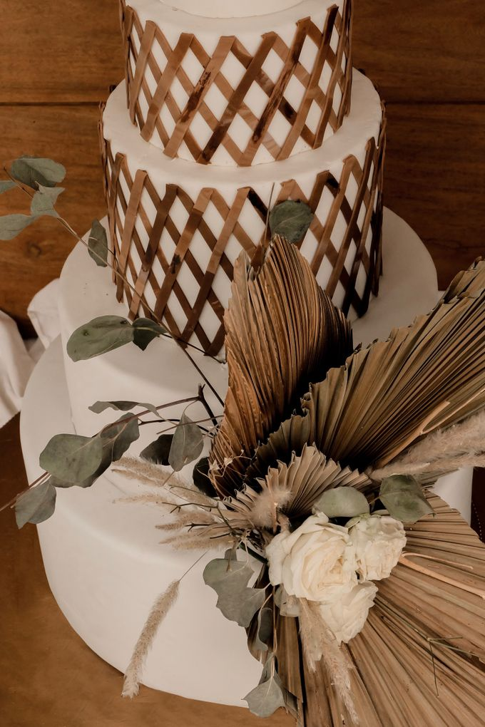 rattan weave and dried palm trees - modern heritage by KAIA Cakes & Co. - 002