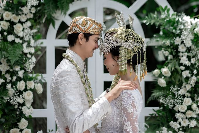 Yoga Arizona & Widya Amelia Wedding by SVARNA by IKAT Indonesia Didiet Maulana - 028