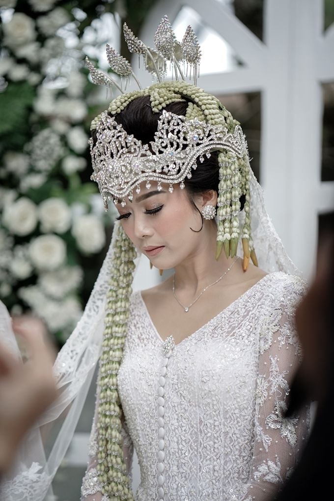 Yoga Arizona & Widya Amelia Wedding by SVARNA by IKAT Indonesia Didiet Maulana - 029