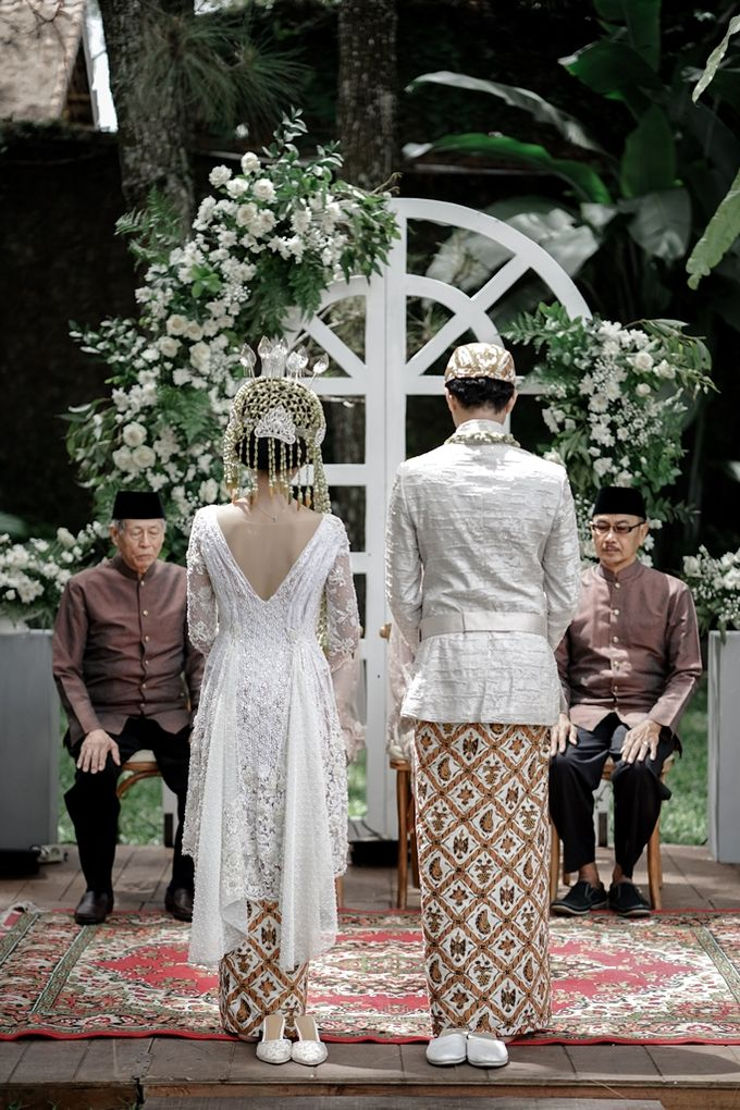 Yoga Arizona & Widya Amelia Wedding by SVARNA by IKAT Indonesia Didiet Maulana - 030