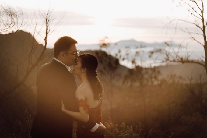 William & Yenny Bromo Prewedding by Levin Pictures - 002