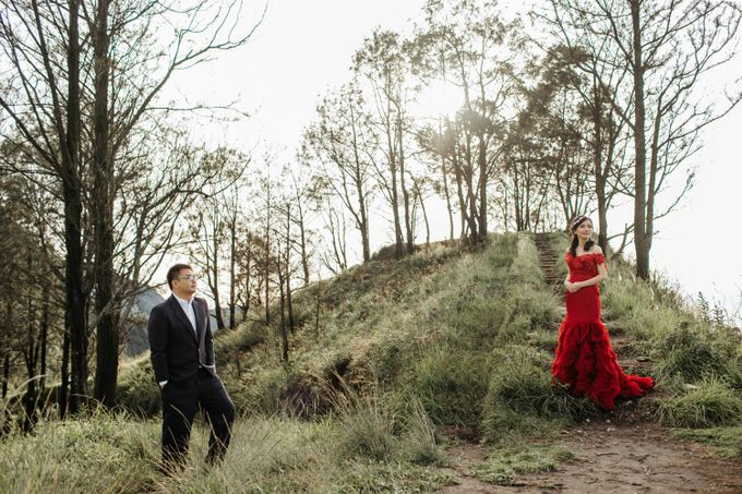 William & Yenny Bromo Prewedding by Levin Pictures - 004
