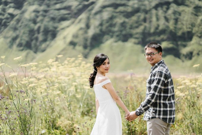 William & Yenny Bromo Prewedding by Levin Pictures - 009