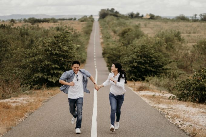 Alfredo & Jesslyn Sumba Prewedding by Levin Pictures - 011
