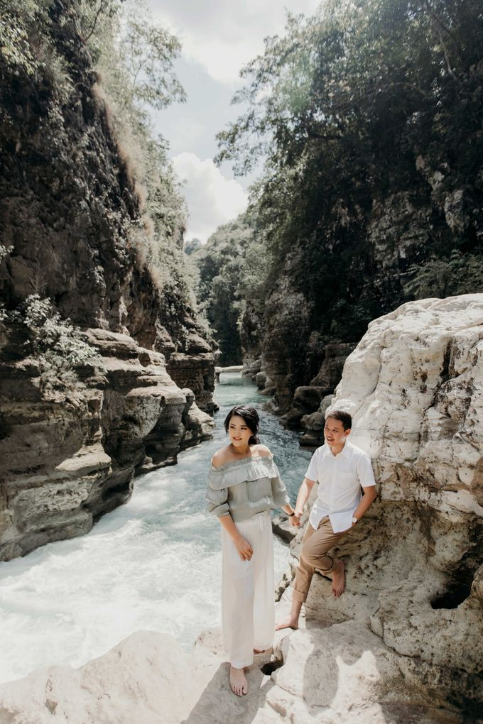 Alfredo & Jesslyn Sumba Prewedding by Levin Pictures - 025