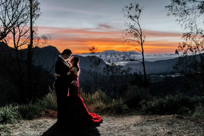 William & Yenny Bromo Prewedding by Levin Pictures - 001