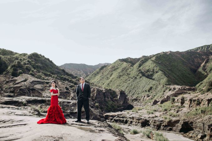 William & Yenny Bromo Prewedding by Levin Pictures - 005