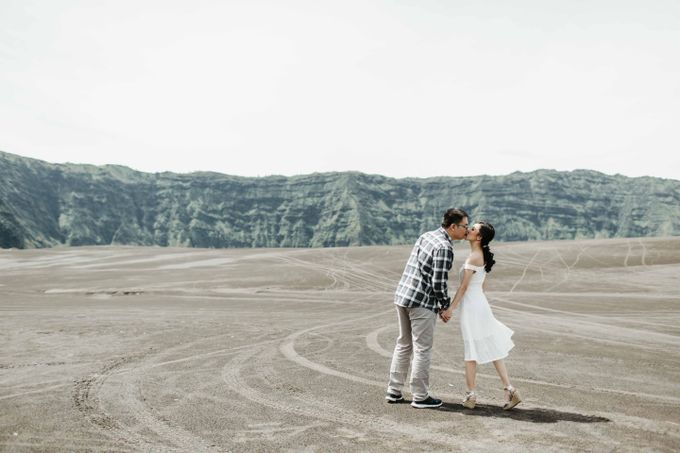 William & Yenny Bromo Prewedding by Levin Pictures - 007