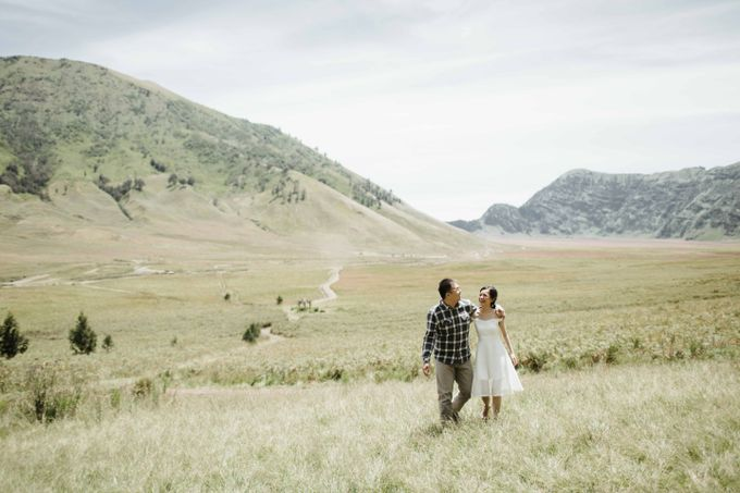 William & Yenny Bromo Prewedding by Levin Pictures - 008