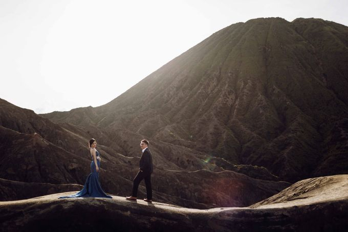 William & Yenny Bromo Prewedding by Levin Pictures - 011