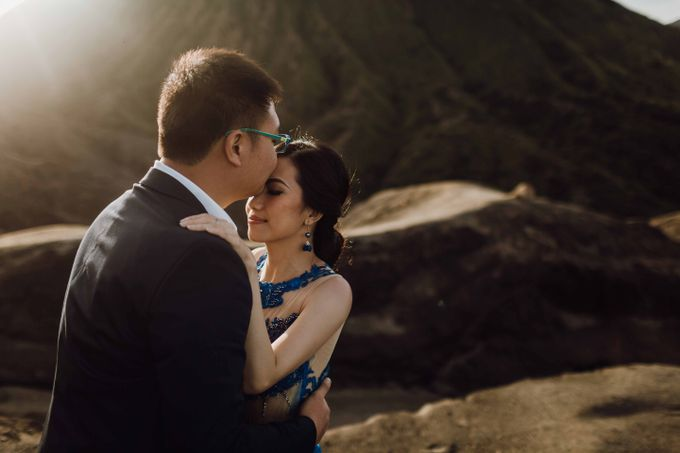 William & Yenny Bromo Prewedding by Levin Pictures - 015