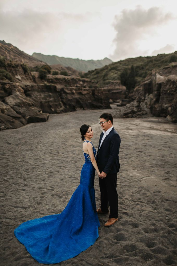 William & Yenny Bromo Prewedding by Levin Pictures - 017