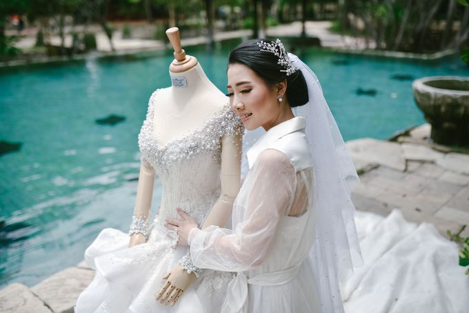 Emi Wedding Dress by Yenny Lee Bridal Couture - 007