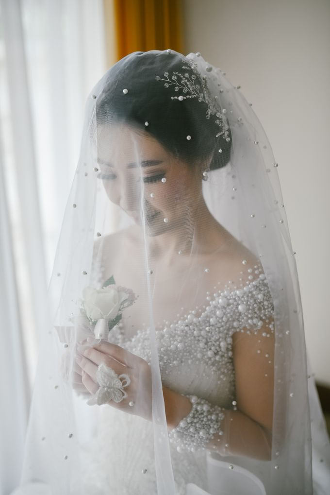 Emi Wedding Dress by Yenny Lee Bridal Couture - 004