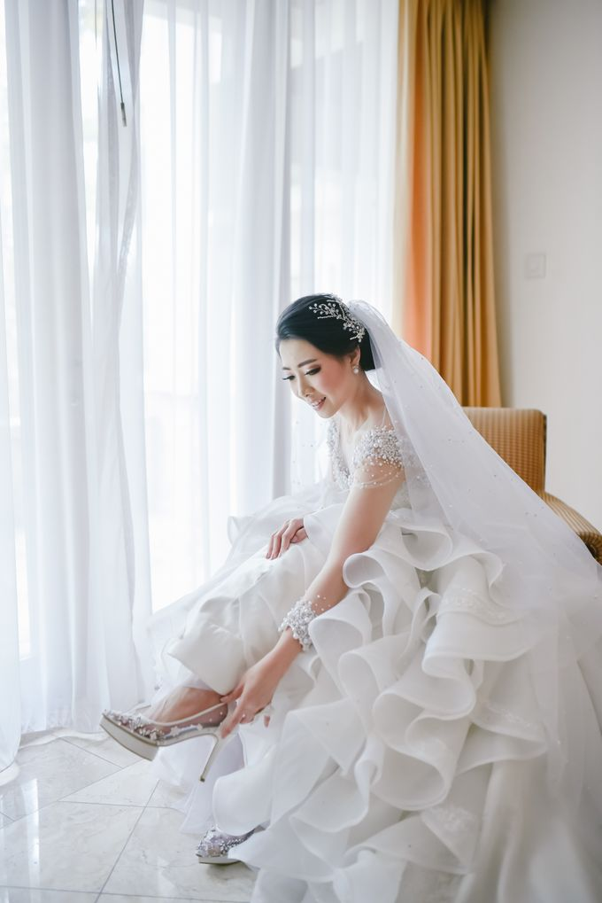 Emi Wedding Dress by Yenny Lee Bridal Couture - 002