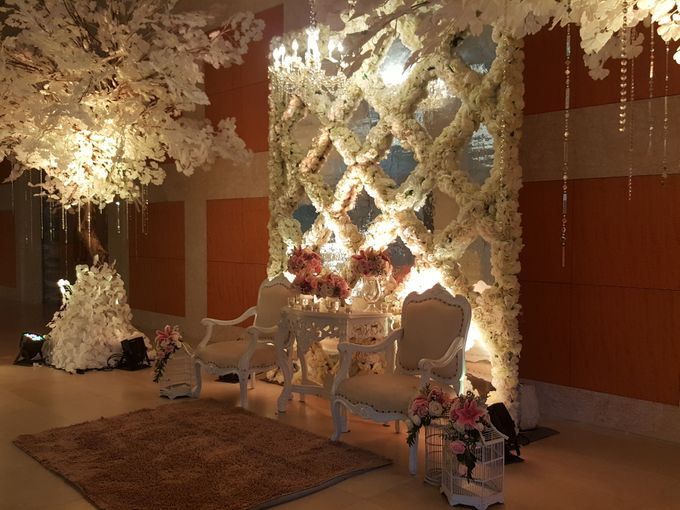 Sparkling in Gold by d'Oasis Florist & Decoration - 010