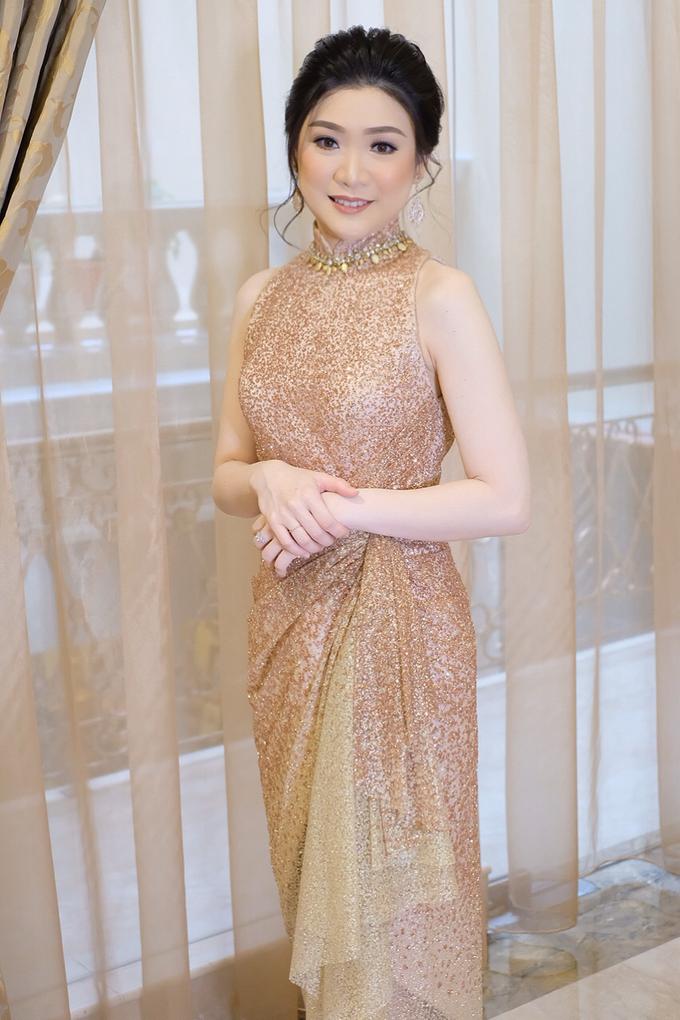 Makeup & Hairdo Engagement for Ms. Inge Hiunata by makeupbyyobel - 002