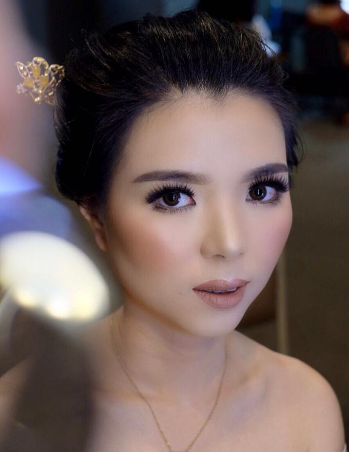 Makeup & Hairdo Sister of the Bride (Ms. Lidyana) by makeupbyyobel - 005