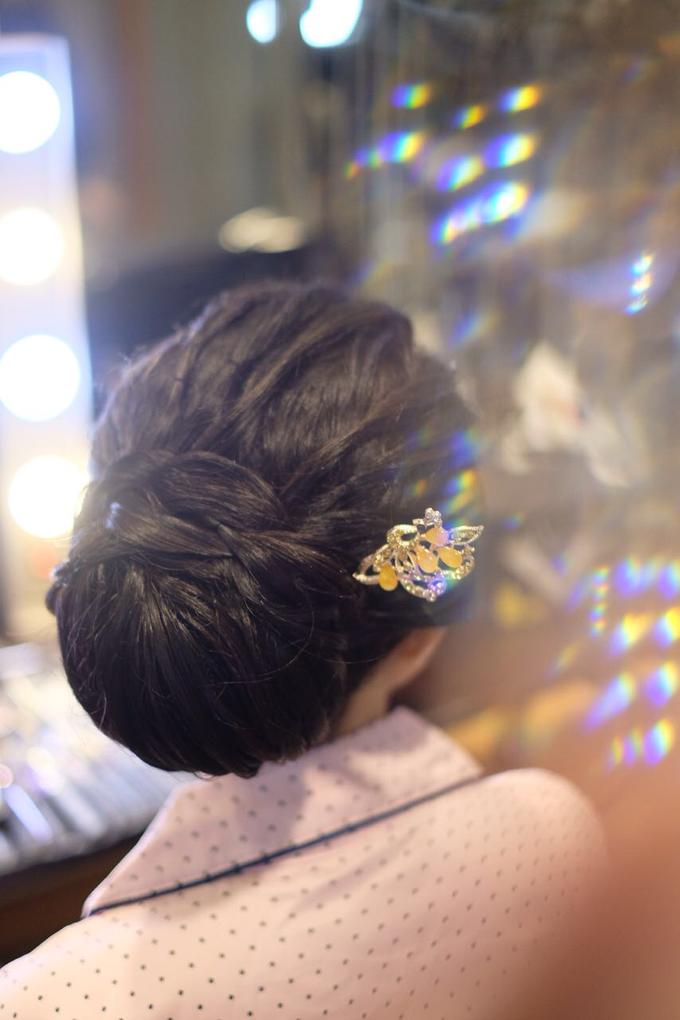 Makeup & Hairdo Sister of the Bride (Ms. Lidyana) by makeupbyyobel - 006