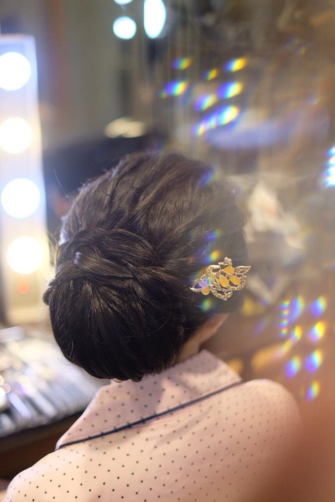 Makeup & Hairdo Sister of the Bride (Ms. Lidyana) by makeupbyyobel - 008