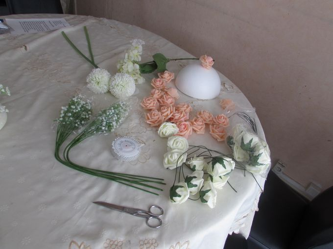 Create A Simple Centerpiece With A Small Budget by Kamy Wedding - 002
