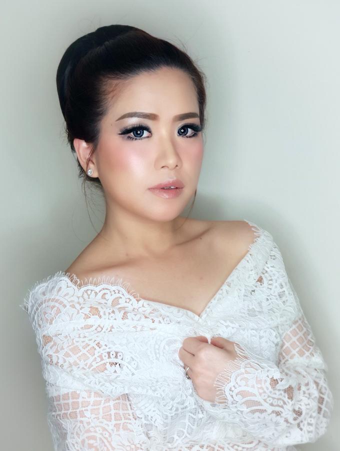Jheni Wedding Makeup Before & After by Yurica Darmawan - 003