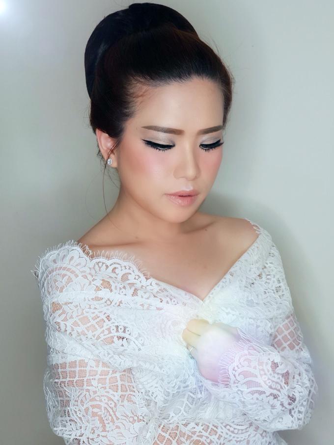 Jheni Wedding Makeup Before & After by Yurica Darmawan - 002