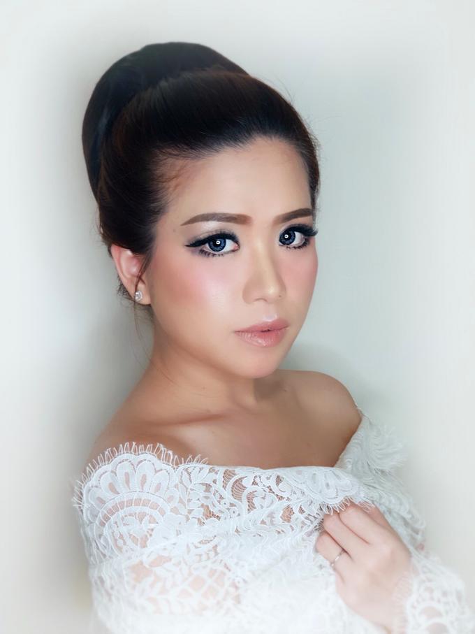 Jheni Wedding Makeup Before & After by Yurica Darmawan - 004