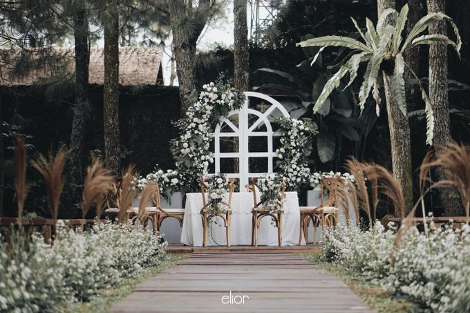 Intimate Wedding with Neon Accent for Yoga & Widya by Elior Design - 021