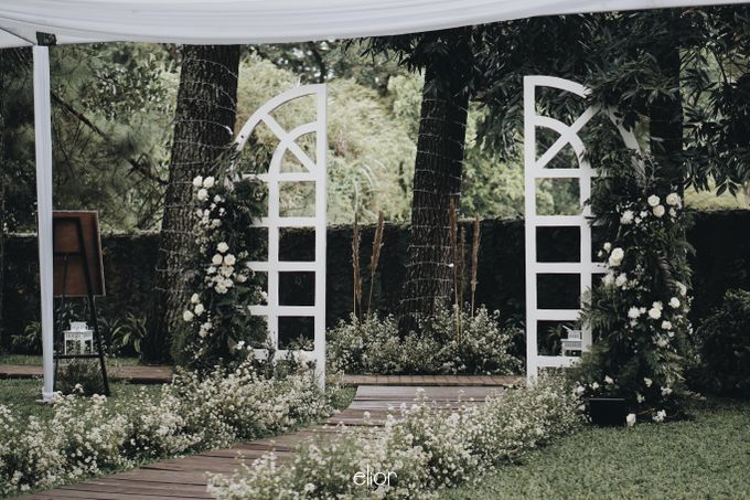 Intimate Wedding with Neon Accent for Yoga & Widya by Elior Design - 025