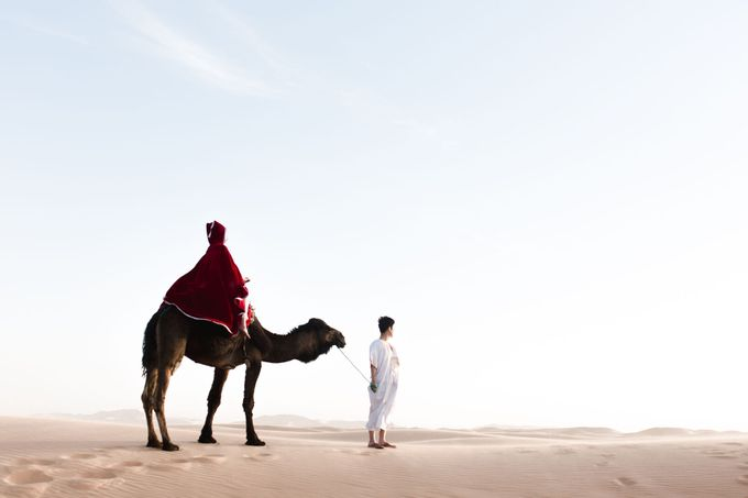 For years, I had the vision of capturing an elopement with camels in the dunes after a night in a Berber tent  by Fotomagoria - 025