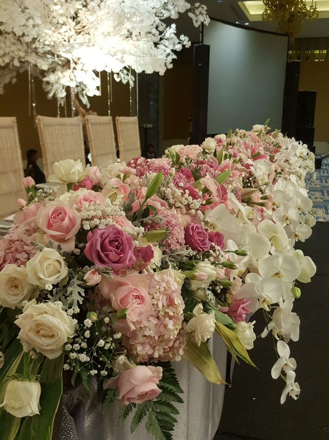Sparkling in Gold by d'Oasis Florist & Decoration - 001