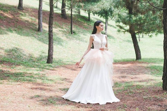 Emcee Couture 2016 Bridal Lookbook by Emcee Couture - 015