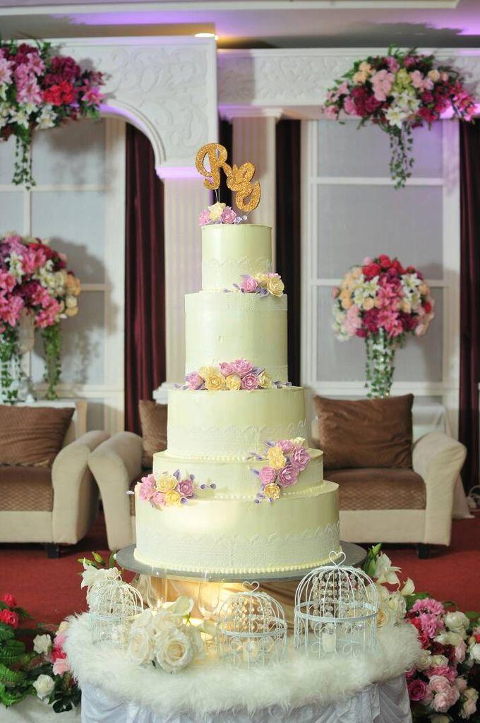 5 Tier Wedding Cake by Uci Bakery - 001