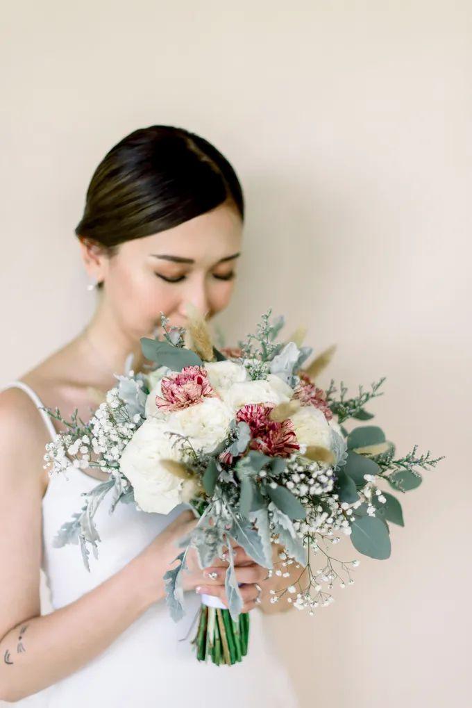 White Beauty Wedding theme by THE UNGASAN CLIFFTOP RESORT BALI - 002