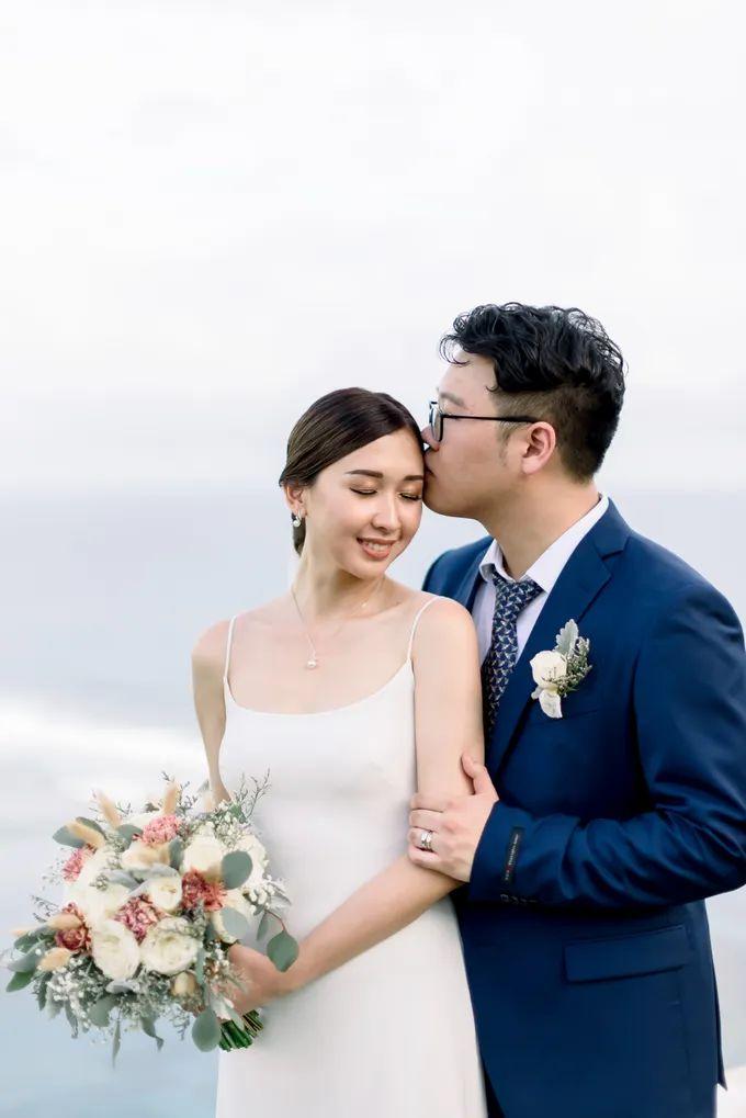 White Beauty Wedding theme by THE UNGASAN CLIFFTOP RESORT BALI - 016