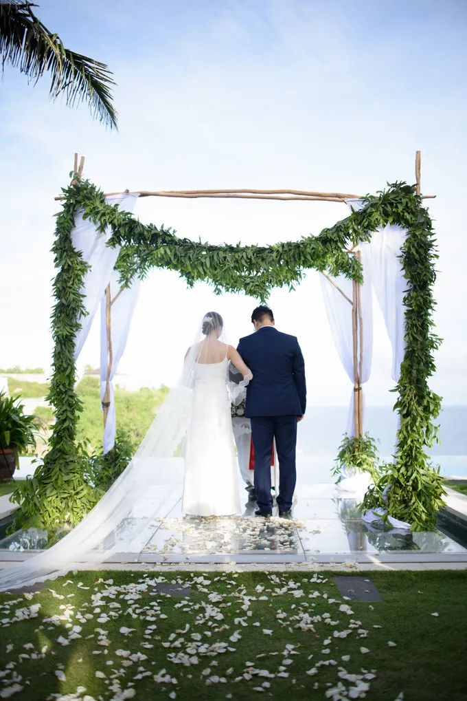 White Beauty Wedding theme by THE UNGASAN CLIFFTOP RESORT BALI - 019
