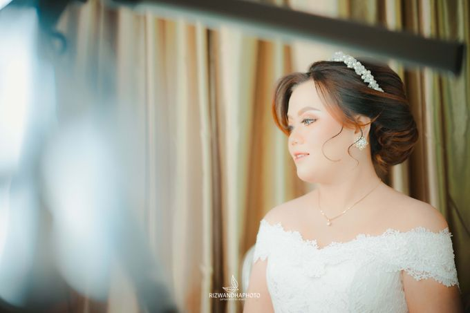 This Wedding is really inspirational for you who want to celebrate your wedding party using two kinds of vibes. On the firts day, this wedding was hel by Rizwandha Photo - 013