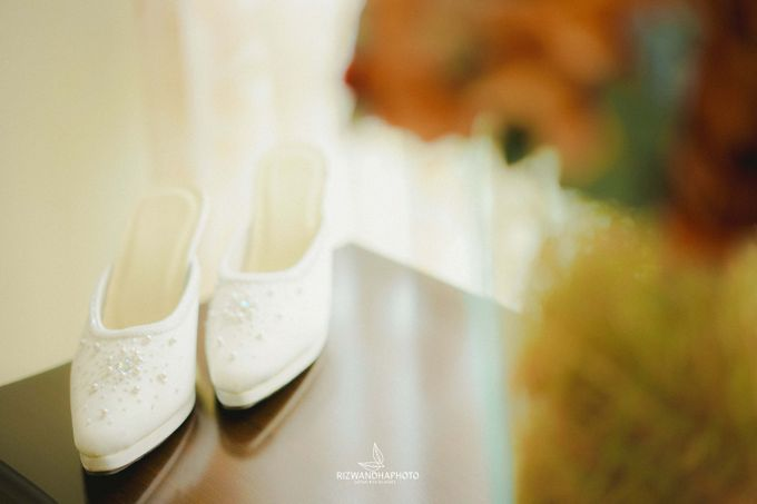 This Wedding is really inspirational for you who want to celebrate your wedding party using two kinds of vibes. On the firts day, this wedding was hel by Rizwandha Photo - 002