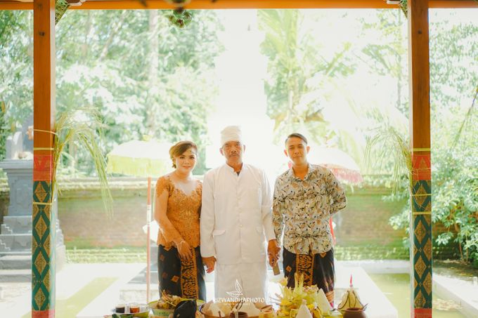 This Wedding is really inspirational for you who want to celebrate your wedding party using two kinds of vibes. On the firts day, this wedding was hel by Rizwandha Photo - 050