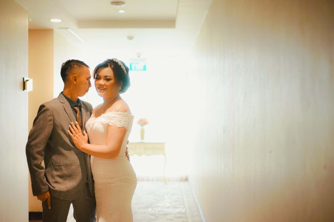 This Wedding is really inspirational for you who want to celebrate your wedding party using two kinds of vibes. On the firts day, this wedding was hel by Rizwandha Photo - 019