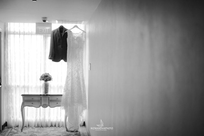 This Wedding is really inspirational for you who want to celebrate your wedding party using two kinds of vibes. On the firts day, this wedding was hel by Rizwandha Photo - 003