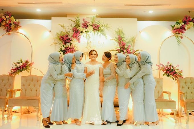 This Wedding is really inspirational for you who want to celebrate your wedding party using two kinds of vibes. On the firts day, this wedding was hel by Rizwandha Photo - 022