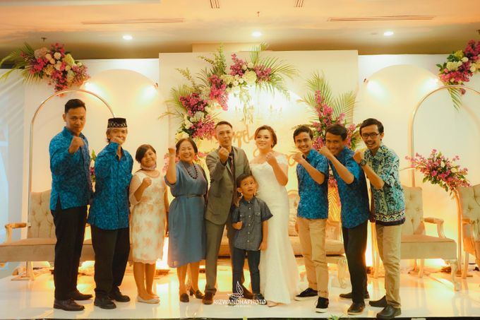 This Wedding is really inspirational for you who want to celebrate your wedding party using two kinds of vibes. On the firts day, this wedding was hel by Rizwandha Photo - 023